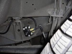 24号ブログ. CRR.レンジローバー .クラシック. エアーサス 修理 その 3 ・ハイトセンサー 交換