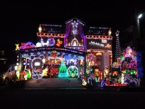 34号ブログ .2018年 クリスマス ご近所のお宅の イルミネーションです。。。