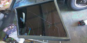 75号ブログ. レンジローバー、クラシック、CRR  ガラスの枠 ゴム交換 その2