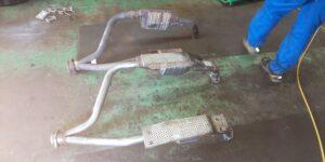 83号ブログ 触媒(ショクバイ)の交換 排気漏れ 修理 その1